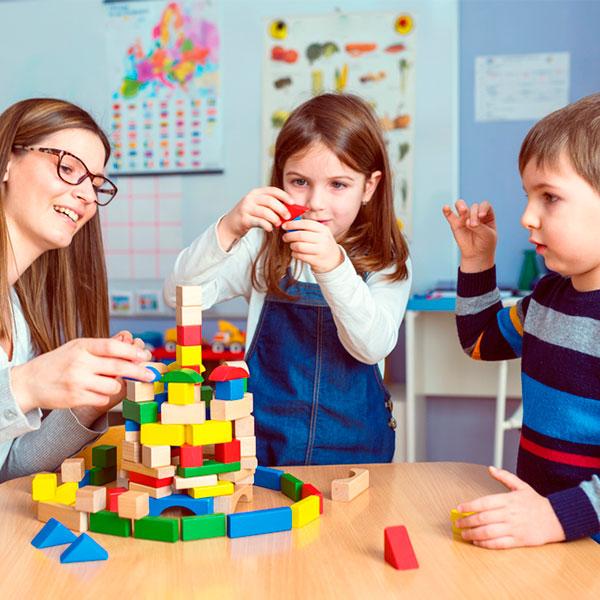 Auxiliar en guardería y jardín de infancia