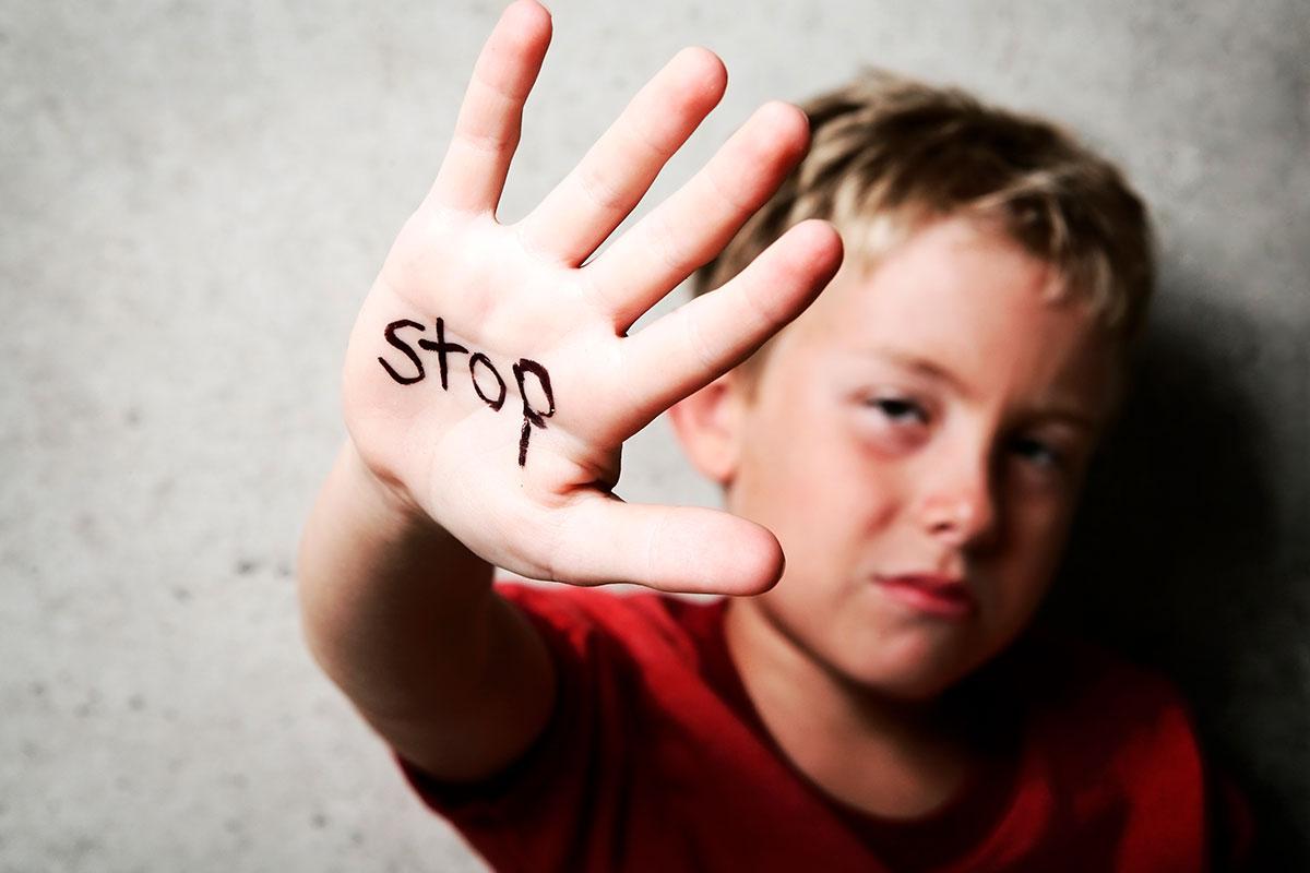 Carnets de héroes a los niños que alerten de casos de bullying