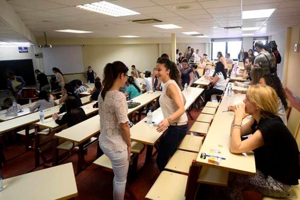 Opositores suspensos de secundaria advierten de una «masacre» con las notas