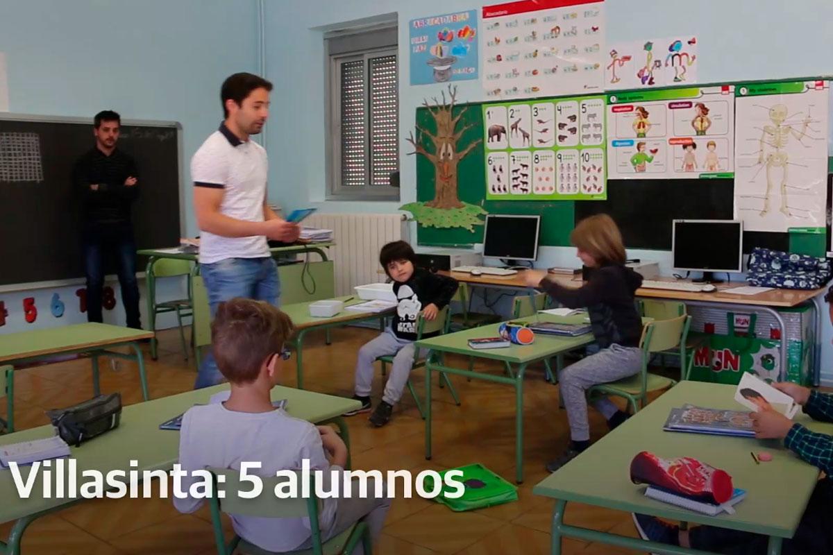 Una escuela leonesa lucha por que los pequeños sean el motor que los mantenga vivos