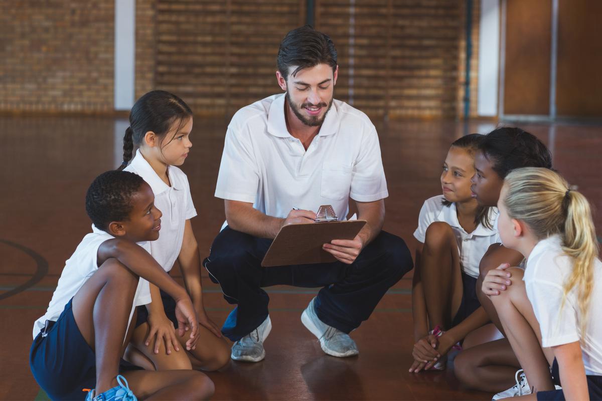 El profesor de educación física es un papel primordial en la educación de los jóvenes